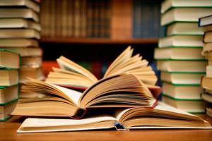 Dành thời gian đọc sách, chắc chắn bạn sẽ thu được nhiều điều bổ ích.